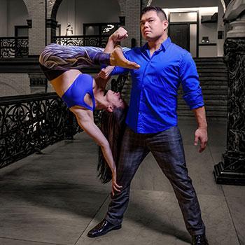 rob li lifting a woman with one arm